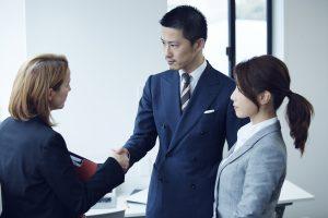 交渉するビジネスマン